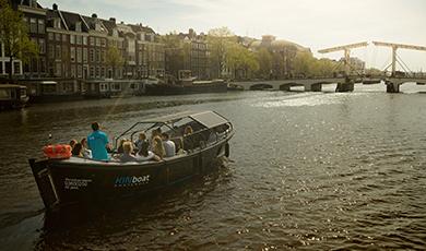 Small Open Boat Tour door Amsterdamse grachten